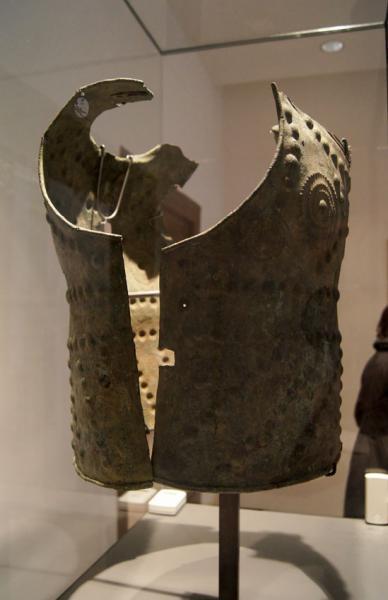 кираса, бронза 2,9 кг /VIв до н.э., музей Армии, г. Париж/