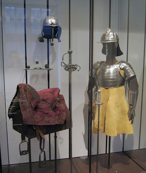 каски, кираса, защита рук /музей Армии, г. Париж/