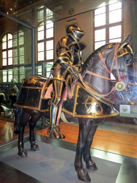 полный турнирный доспех конного рыцаря /Музей Армии, г. Париж/