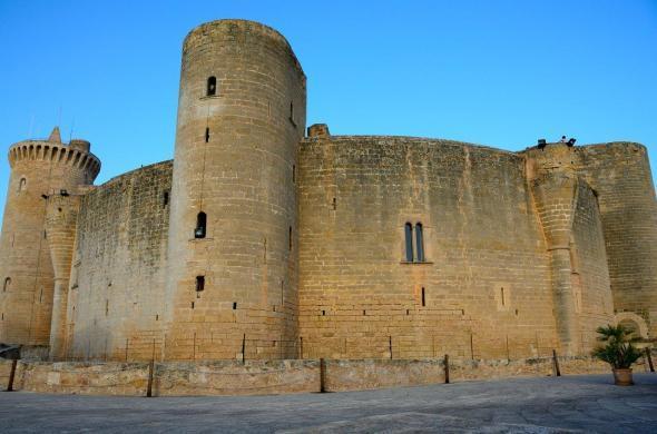Замок Бельвер (Испания)